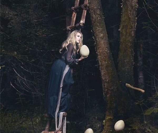 Ulyana Sergeenko i mroczna, a zarazem magiczna sesja zdjęciowa...