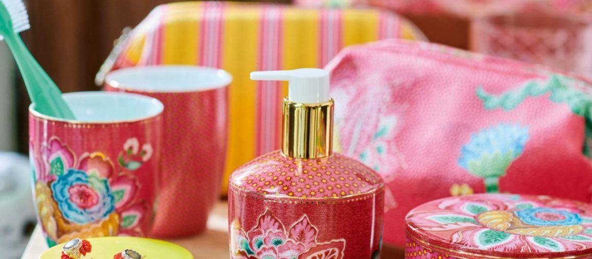 Kolorowe kosmetyczki i akcesoria łazienkowe Pip Studio.